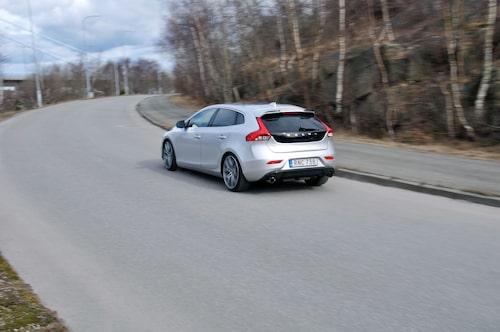 Sportchassit från Polestar ger vassa köregenskaper.