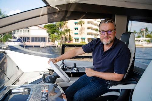 """Hans Hedberg brukar säga """"båtar är ännu roligare än bilar""""! Lexus LY 650 borde vara den perfekta kombination."""