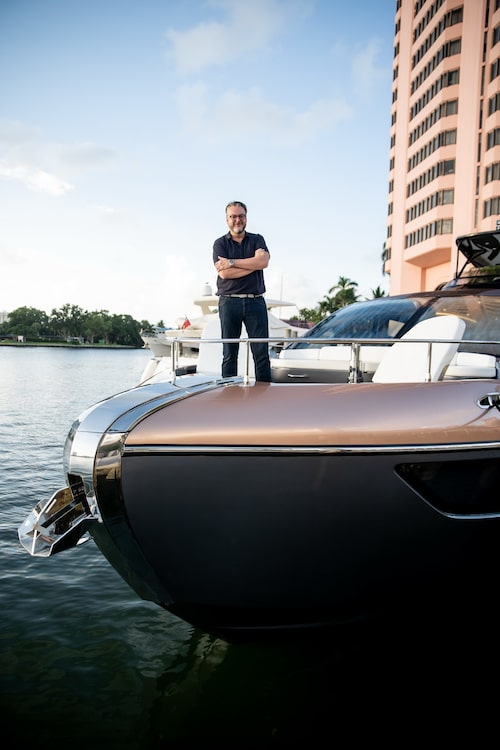 I Göteborg ligger Hans egen 21-fots hyttbåt och väntar, kommer den att bli ersatt av en Lexus?
