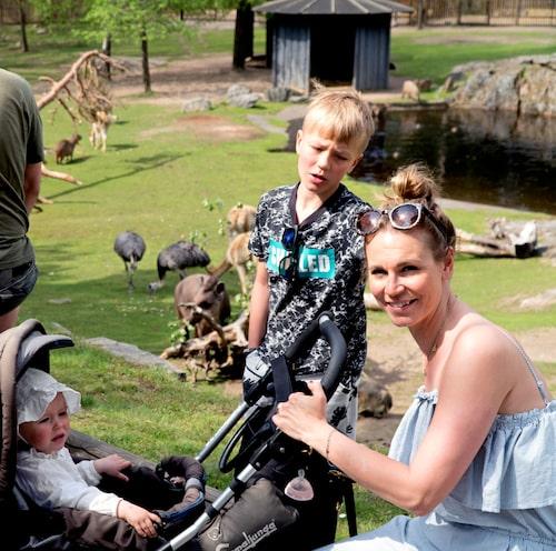 mamas AD Vendela åkte berg-och-dal-bana och hälsade på djur på Kolmården. Bianca och Bob hängde också med.