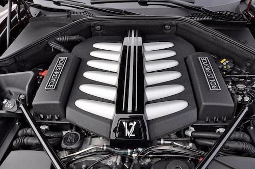 V12-motor på 6,6 liter och 570 hk baseras på BMW 60i-drivlinan. Inom snar framtid även med xDrive.