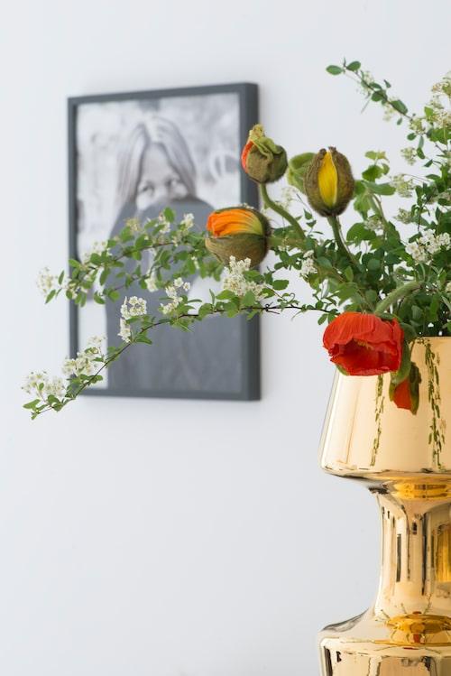 Guldvas och lampor kommer från italienska Bosa.