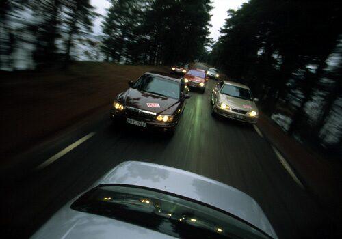 Chrysler 300M, Hyundai XG30, Mazda Xedos 9, Nissan Maxima QX 3,0, Opel Omega 3,0 V6 Sport och Toyota Camry V6