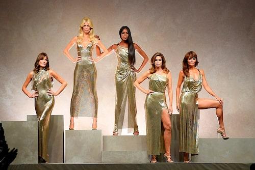 Vår 2018: Supermodell-reunion hos Versace med Carla Bruni, Claudia Schiffer, Naomi Campbell, Cindy Crawford och Helena Christensen.