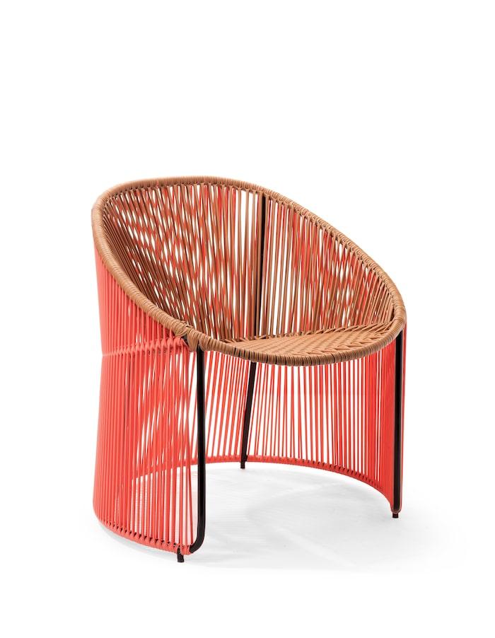 Loungestol Cartagenas med röda trådar i återvunnen pvc-plast, Ames.