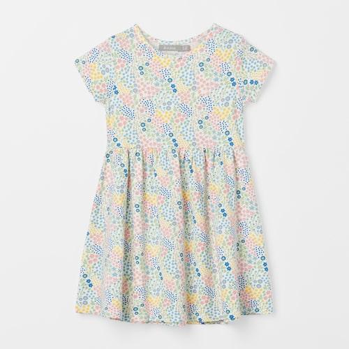 Klassisk barnklänning i bomull.