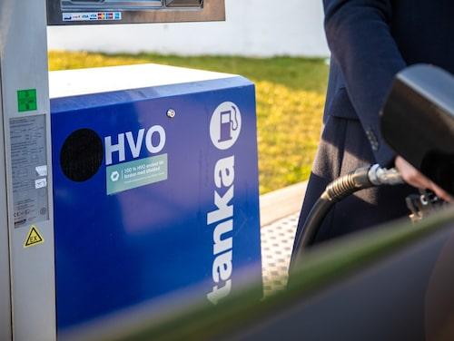Enligt rapporten använder Sverige redan i dag ungefär en tredjedel av världens HVO-produktion, och omkring hälften av den isomeriserade HVO:n, det vill säga HVO som klarar kyla.