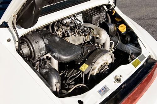 Nothing beats cubic inches! Den 3,6 liter stora motorn ger 911 en körbarhet av sällan skådat slag – i mellanregistret är den oslagbar.