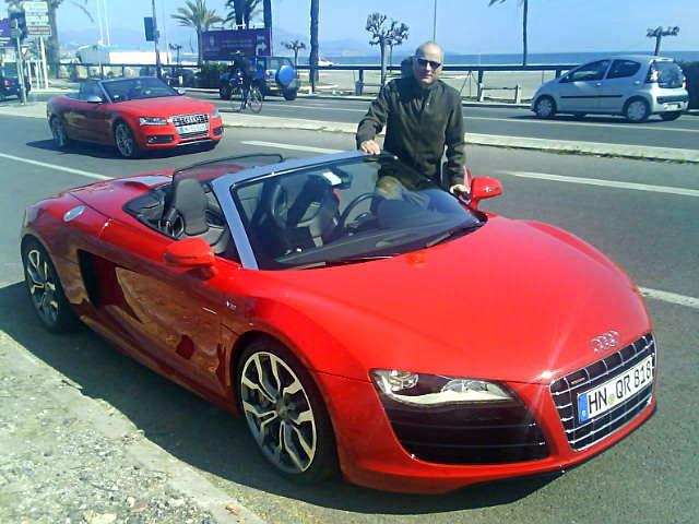 En bra dag på jobbet kan man säga... Nice, 15 grader och en öppen sportbil...