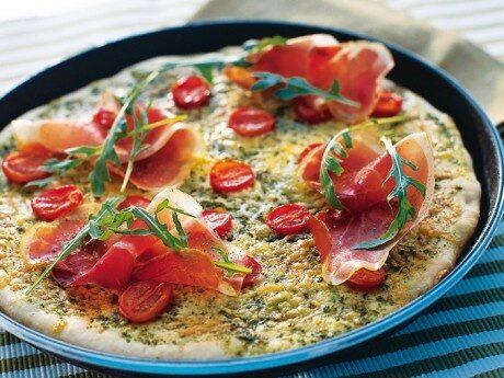 Pizza med rucola och lufttorkad skinka