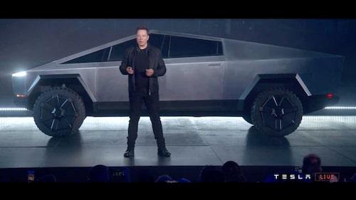 Elon Musk vid presentationen av Tesla Cybertruck, som inte är kompatibel med Europa.