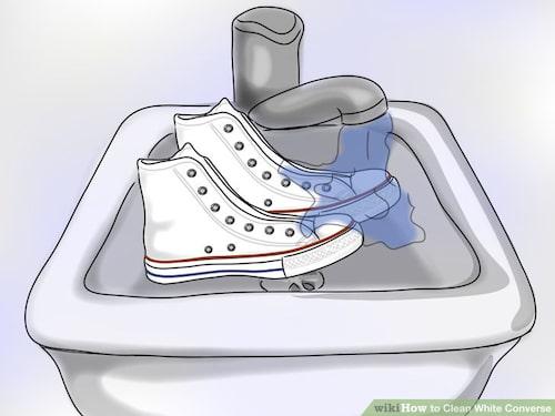 Steg 2: Skölj tygskorna i kallt vatten.