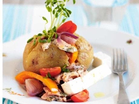 Bakad potatis med lax och fetaost