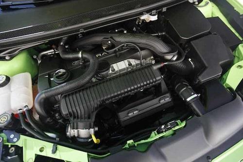 Motorn ger 305 hk och 440 Nm.