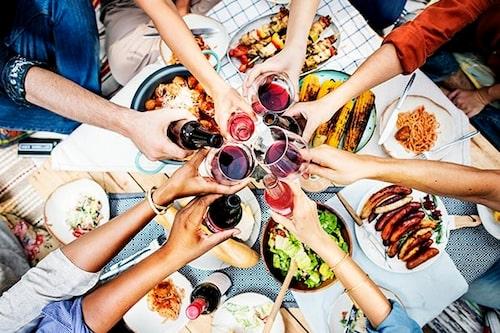 Gör det vanliga restaurangbesöket till en utflykt där ni äter er från ställe till ställe.