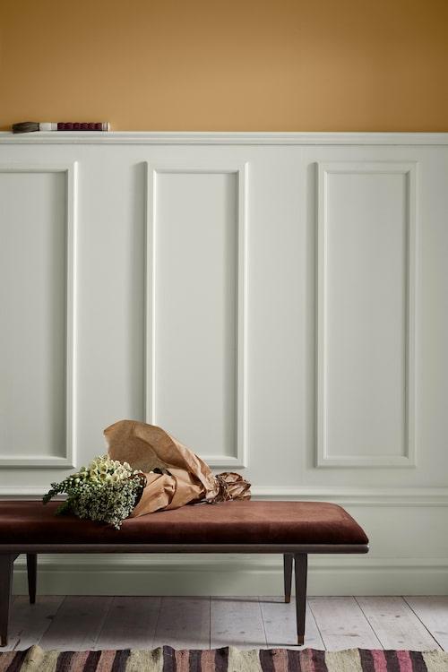 Gult är en klassisk färg som ligger helt rätt i tiden. Kulör: Harvest i kollektionen Caparol by Sköna hem.