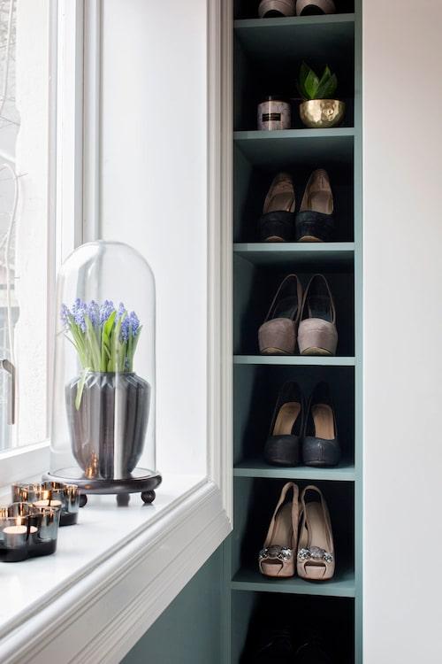 Platsbyggd förvaring för skor vackra som smycken.