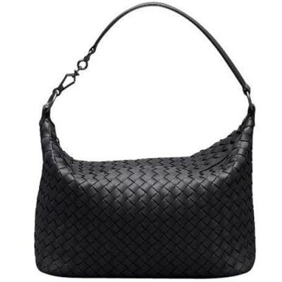Flätad it-väska, 10 132 kr, Bottega Veneta.