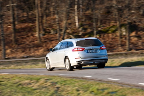 Epitetet landsvägslok passar bra på Ford Mondeo Kombi. Med iAWD lär den ta sig fram i alla väglag.