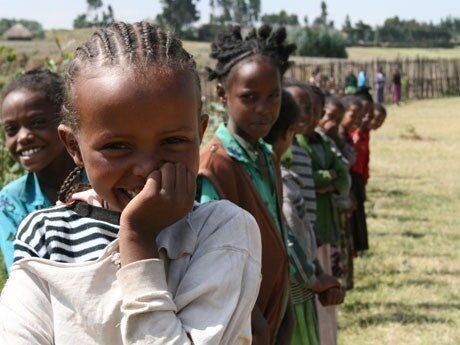 <p>De här barnen i Kassim-skolan norr om Addis Adeba i Etiopien tillhör dem som fått skolluncher betalda genom FN:s World Food <br /> Program (WFP). Svenska FN förbundet stöder WFP med kampanjen <em>Skolmat blir kunskap</em>.</p>