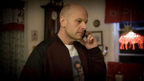 Fredrik Hallgrens rollfigur Martin är bitter över att ha blivit lämnad.