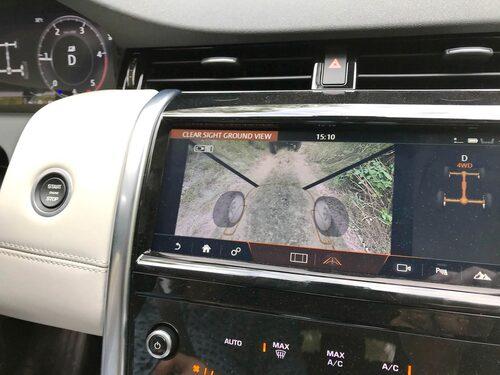 Kaxig kamera gör att jag kan se framför och under bilen. Bra i terrängen!