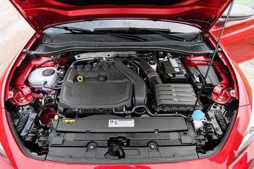 De nya 1,5-litersbensinarna används för mildhybrider. I laddhybriden sitter den äldre 1,4-litersmotorn.