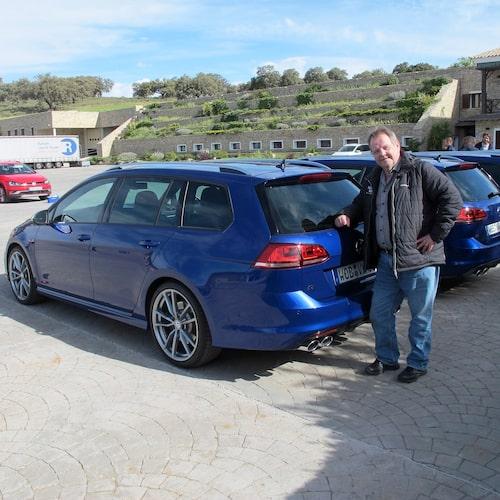 PeO Kjellström med det viktigaste nya på VW Golf R. Bakdelen.