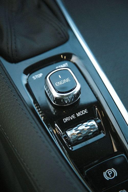 Drive Mode har ett Off Road-läge som skärper drivlinan för körning på löst underlag i terränglådan.