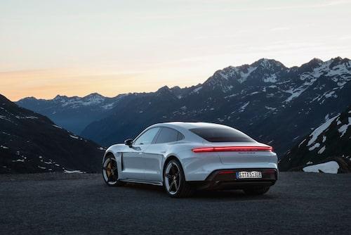 45 mils räckvidd i Porsche Taycan Turbo och 41,2 mil i Taycan Turbo S.