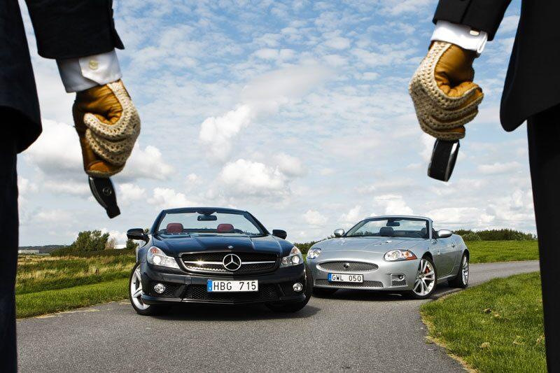 Mercedes SL 63 AMG duellerar mot Jaguar XKR Convertible.