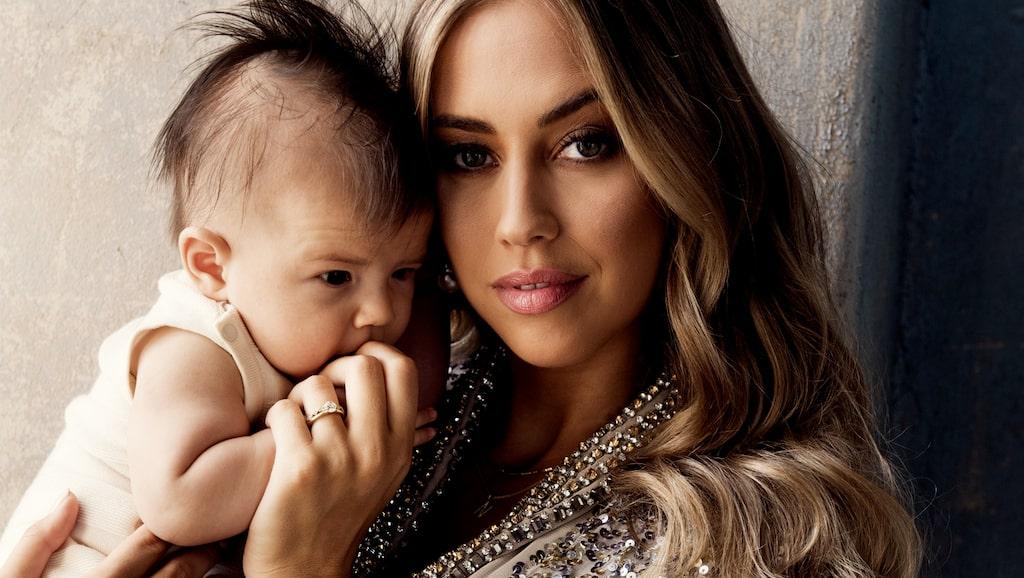 Kenza blev mamma till Nikola i början av sommaren.