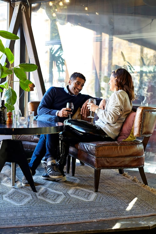 Varje lördag smiter Alexander och hans fru Malin ner till charmiga trattorian Orangeriet en stund för ett glas rött.