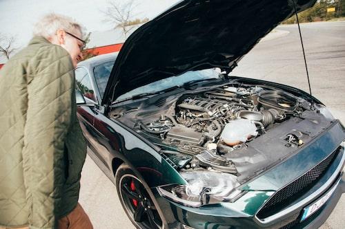 Rykande het. En liten kontakt till bilens fläkt orsakade en nätt överhettning.