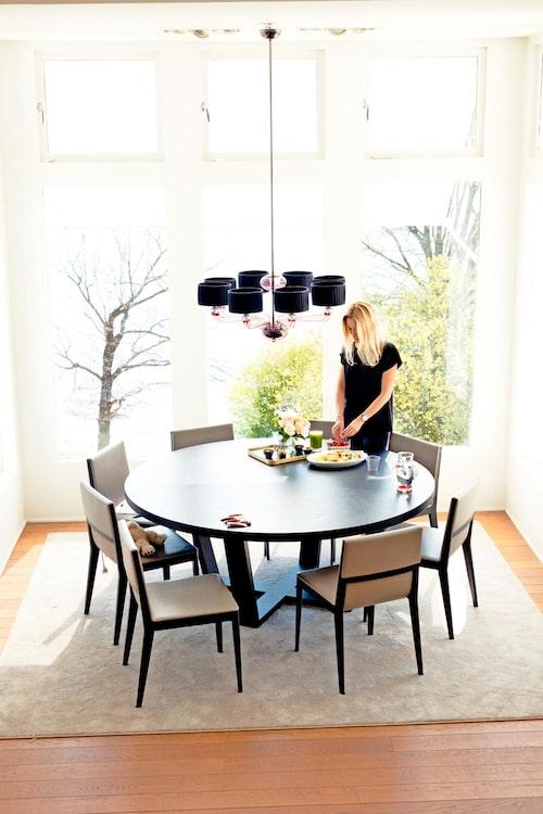 Pernilla älskar utsikten från vardagsrummet. Foto: Jakob Dahlström