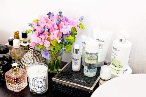I badrummet står förstås produkter från Estelle & Thild. Foto: Jakob Dahlström