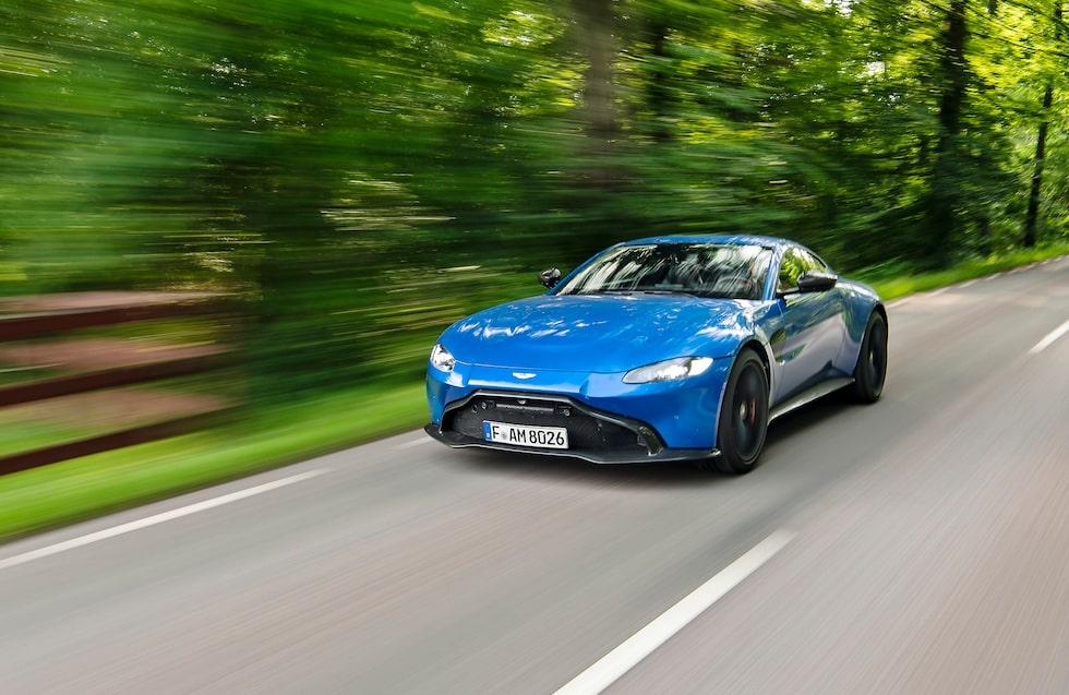 Plötsligt händer det, Aston Martin har lanserat en helt ny modell! Nya Vantage tar vid efter den 13 år gamla föregångaren.