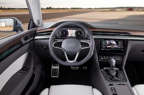Insidan är ganska kraftigt uppdaterad. Digital Cockpit Pro är standard.