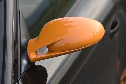 Eller så lackar man den i orange, som Porsche.