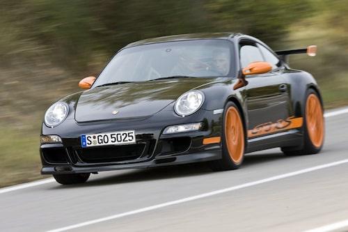 Porsche 911 GT3 RS bjuder en rå, äkta körupplevelse som är lättillgängligare jämfört med Ferrari och Lamborghini.