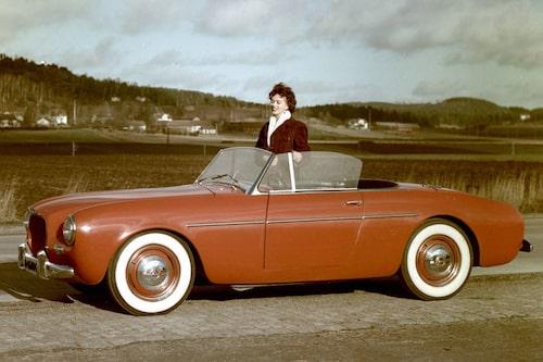 7. VOLVO 1900 SPORT. En udda fågel i Volvos fauna. En svensk kopia av Corvette som tillverkades i glasfiber – i Kalifornien. Efterfrågan var dock svag och när nytillträdde VD:n Gunnar Engellau provkörde bilen lanseringsåret 1956 beslutade han att bilen inte var av korrekt Volvo-kvalitet och projektet avslutades. Endast 67 bilar tillverkades.