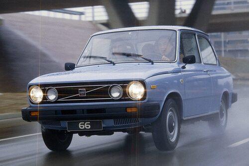 """4. VOLVO 66. """"Rem-Johan"""" var en bastard i det annars så rejäla Volvo-programmet – det var ju egentligen en DAF. Körupplevelsen går utanpå det mesta i vedervärdighet, mycket tack vare den remdrivna växellådan Variomatic."""