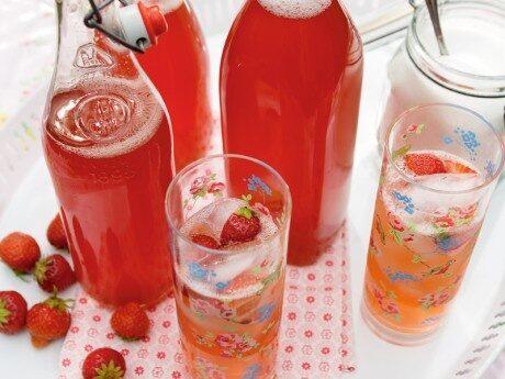 Rabarber- och jordgubbssaft