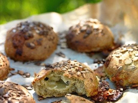 Nässelfrallor med  mozzarella och frön