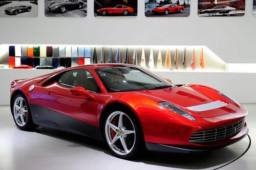 I dag presenterar Ferrari modellen SP12 EC, en specialbyggd Ferrari 458 Italia som endast ska finnas i ett exemplar. Det är helt enkelt så att beställaren bakom denna bil är Eric Clapton och det är därför den har hans intitialer EC i modellnamnet.