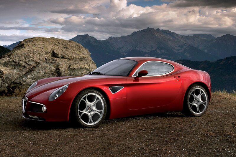 Alfa Romeo 8C Competizione på bilden. En taklös 8C Spider visades i Genève 2008.