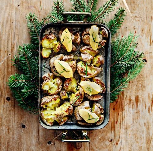 Ge potatisen en julig twist med en saffransgul aioli.