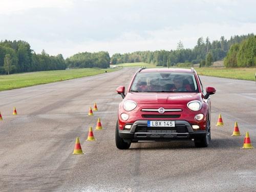 """Fiat 500X klarade 75 km/h i älgtestet 2017. """"Säkert och bra beteende med ett välfungerande antisladdsystem"""" löd summeringen."""