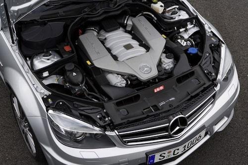 6,3 liters cylindervolym bjuder på hela 457 hästkrafter. En motor att verkligen gilla!