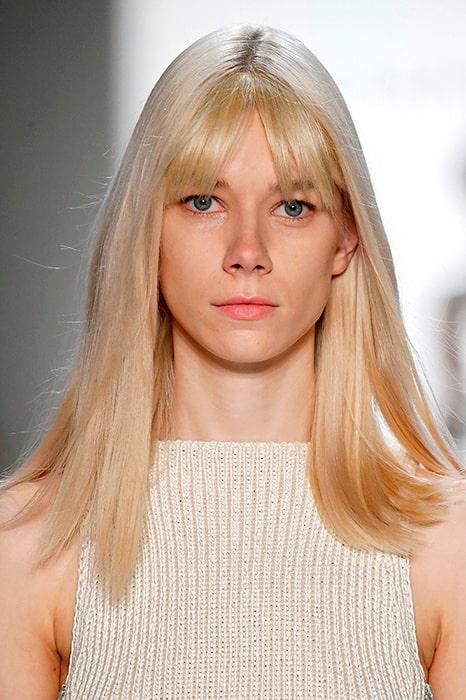 En gardinlugg går ihop fint med långt hår och passar lika bra med lockiga som raka längder.